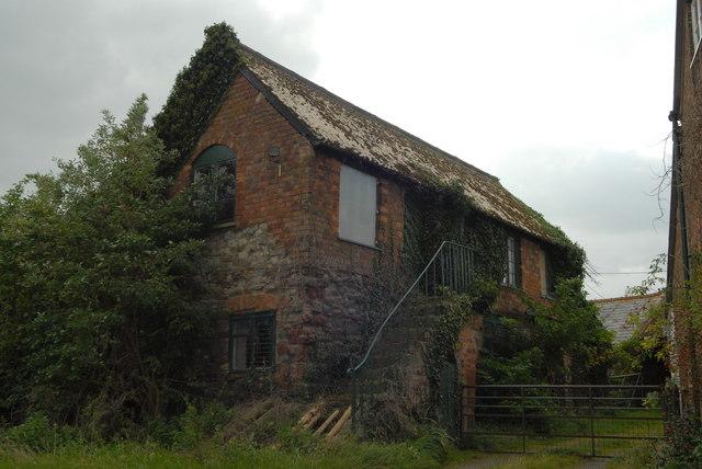 Barn behind the pub at Purton