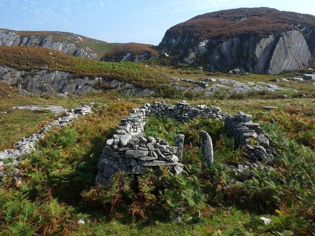 Ruined building above Tràigh Bhàn, Isle of Mull