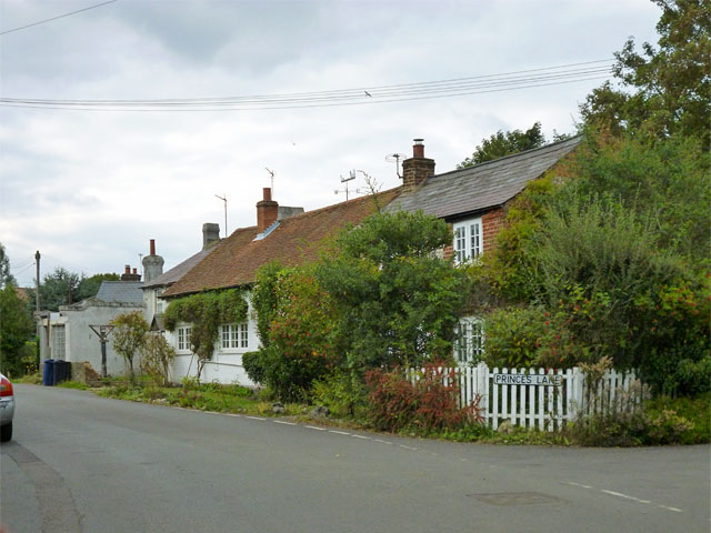 Cottages, Lee Common