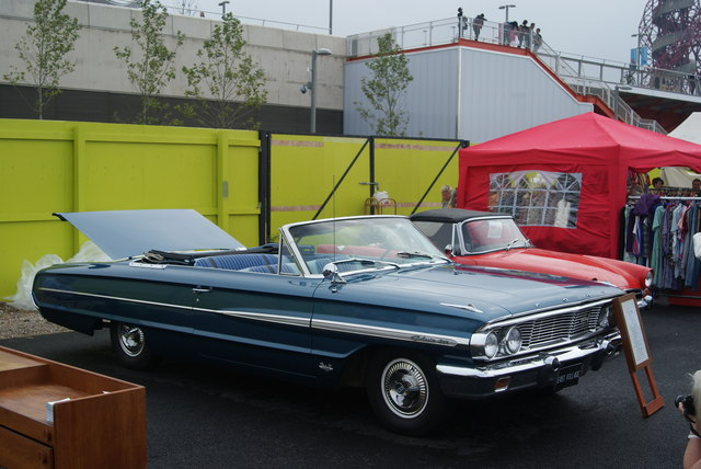 View of a Ford Galaxy in the Classic Car Boot Sale #3