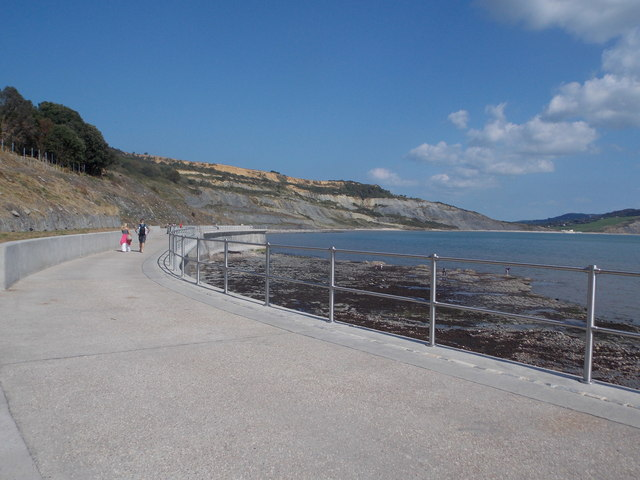 Lyme Regis: the prom below Church Cliffs