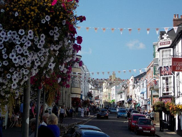 Lyme Regis: bunting and flowers in Broad Street