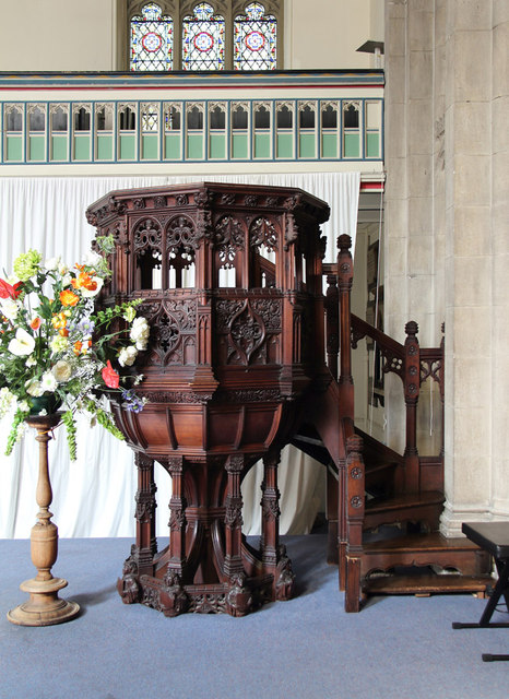 St Barnabas, Addison Road - Pulpit