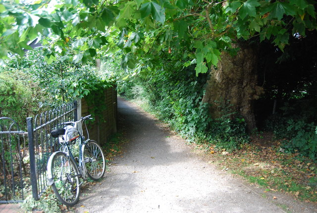 Footpath off the Thames Path