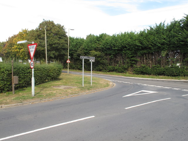 Cromwell Avenue junction with A4129, Thame