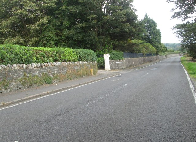 The B833 heading to Cove from the north