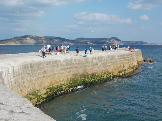 Lyme Regis: outer harbour wall