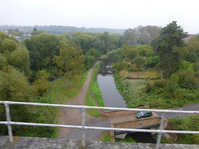 The SVR crosses the Staffordshire and Worcestershire Canal at Kidderminster