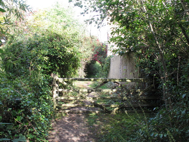 Scotsgrove Mill - bridleway doesn't continue to Thame