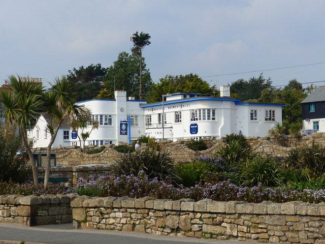 The Yacht Inn from Battery Road, Penzance