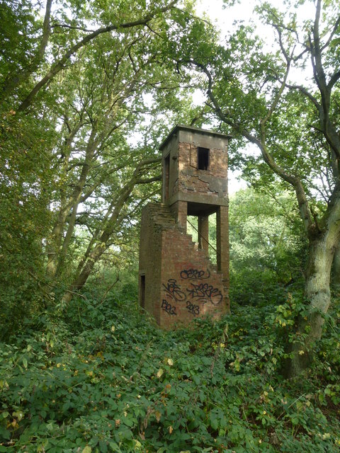 Vandalised observation tower north of Upton