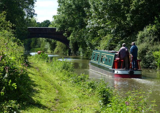 Narrowboat approaching Hollyhill Bridge