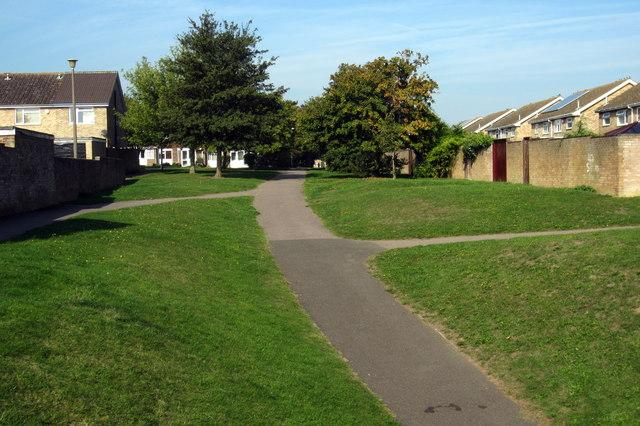 Footpath to Dover Crescent