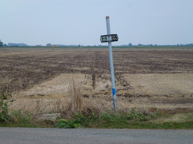 Remote footpath sign on Stowgate, Deeping St James
