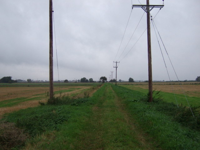 Farm track heading north beside drain, Walkerith