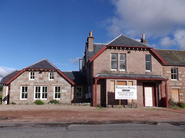 Potarch Inn awaiting redevelopment (Sep 2014)