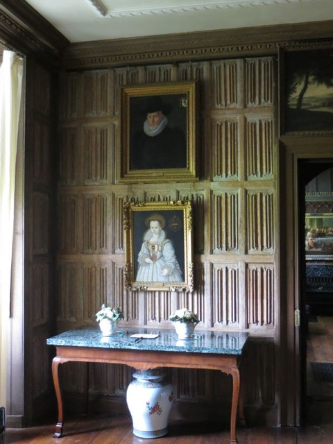 Second panelled room