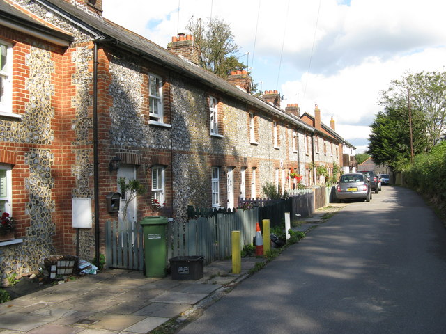 Banstead:  Cottages on Mint Road