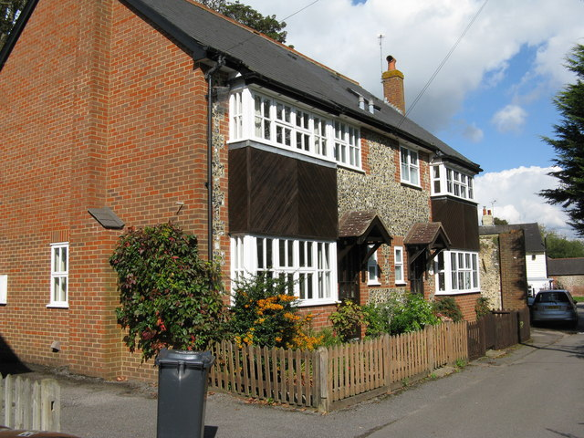 Banstead:  Houses on Mint Road