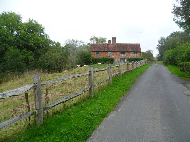 Bassetts Lane approaching Bassett's Mill