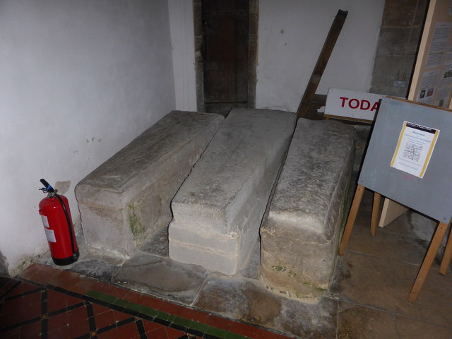 St. Peter ad Vincula, Stone coffins