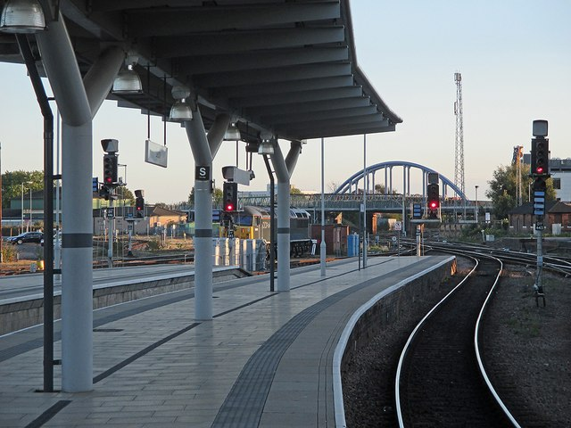 Derby Midland Station: Platform 4 and the new London Road Bridge