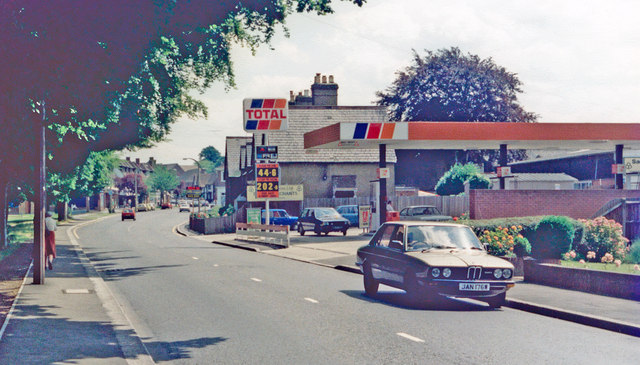 Cheam: eastward on Ewell Road, 1985