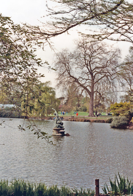 Kew Gardens: The Pond, with statue of Hercules
