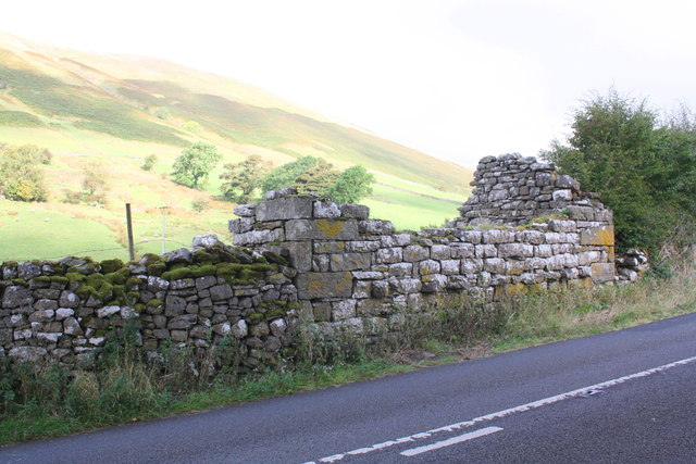Ruined barn beside A683 SW of Studfold