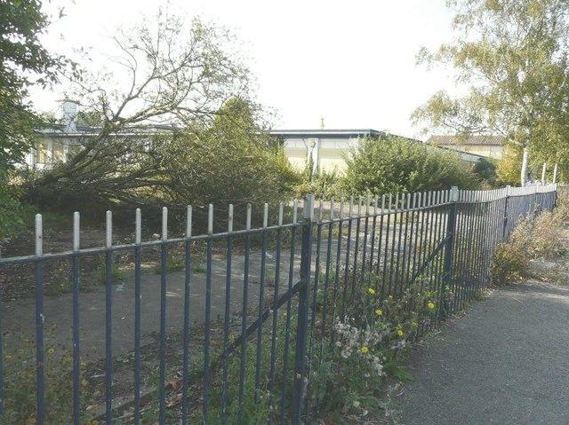 Former Spires Academy, Bredlands Lane