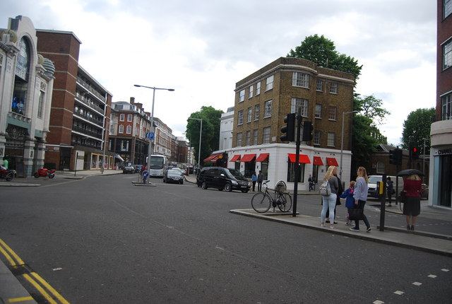 Brompton Rd becomes Fulham Rd