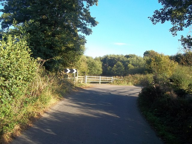 Lane Bend and Footpath Entrance at Mercaston