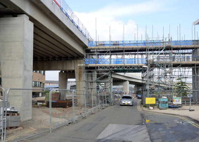 Pedestrian access bridge