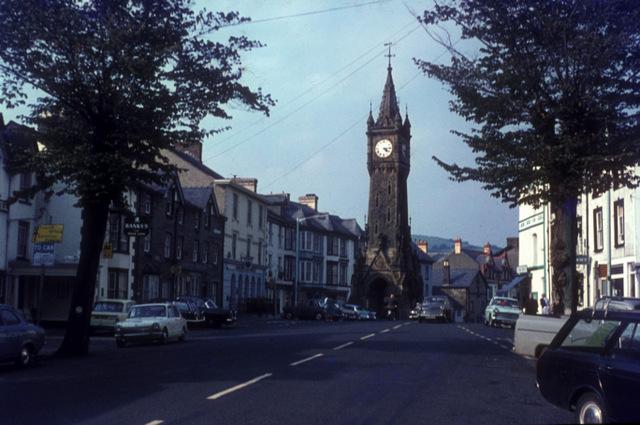 Machynlleth clock tower and Heol Pentrerhedyn