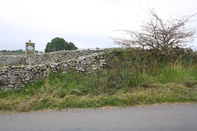 Junction of dry stone walls on Townhead Lane