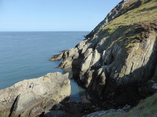 Rocks on the south side of Porth Cynfor