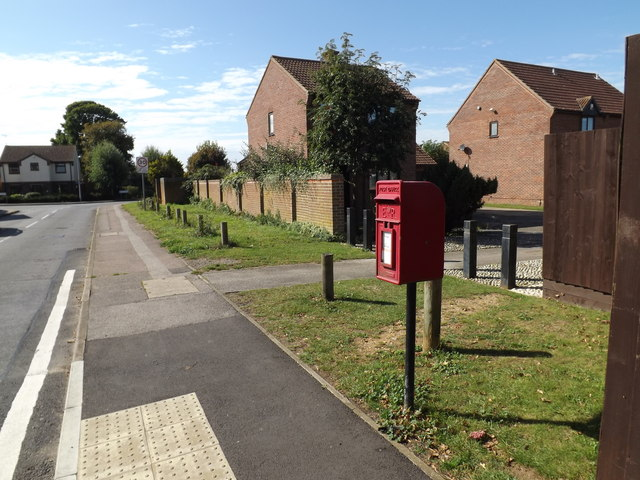 Brazier's Wood Road & 91 Braziers Wood Postbox