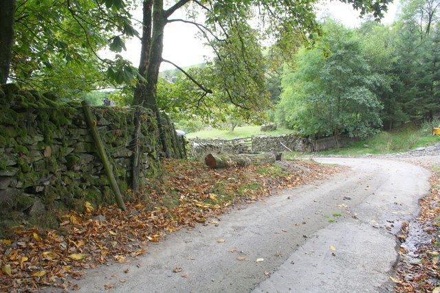 Road/track junction at approach to Adamthwaite