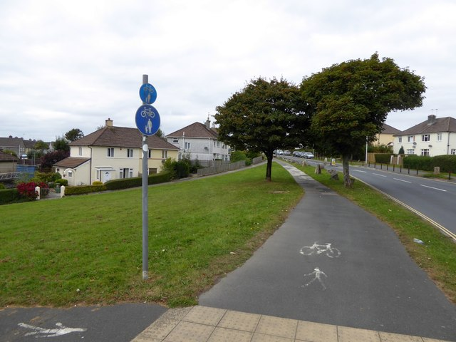 Cycle track and footpath next to B3373, Crownhill