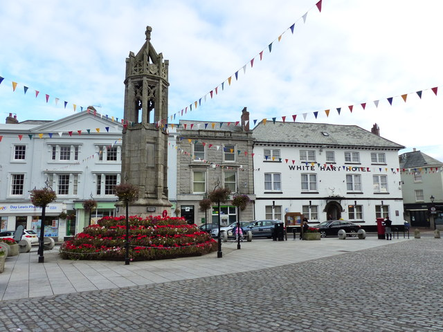The War Memorial and White Hart Hotel, Launceston