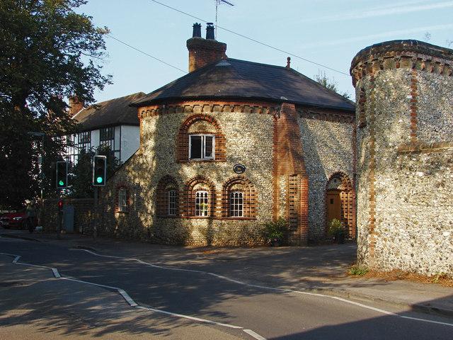 Bishops gate, East Horsley