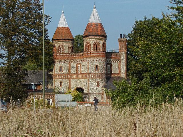 East Horsley gatehouse