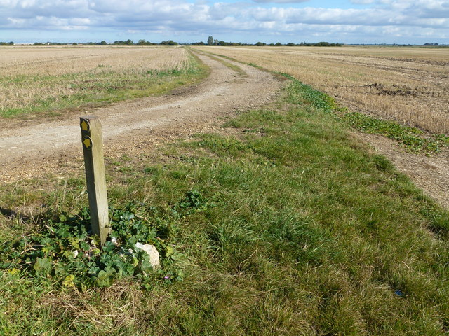 Footpath and track to Block Fen Drove