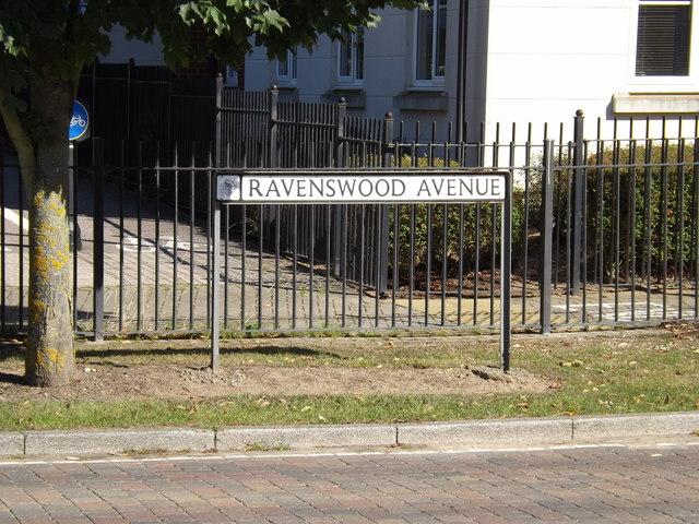 Ravenswood Avenue sign