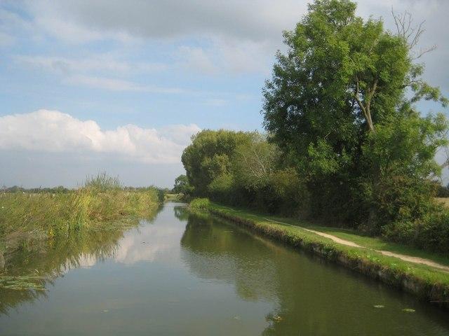 Grand Union Canal: Aylesbury Arm: Reach near Broughton