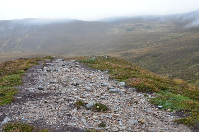 Moraine-top path below Creagan Dubh