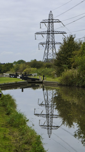 Worcester & Birmingham Canal Lock 9 and Pylon