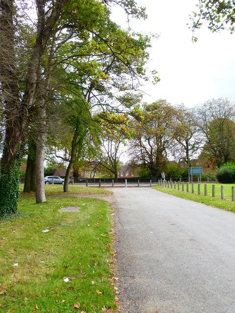 Rushmoor Road approaches Farnborough Road