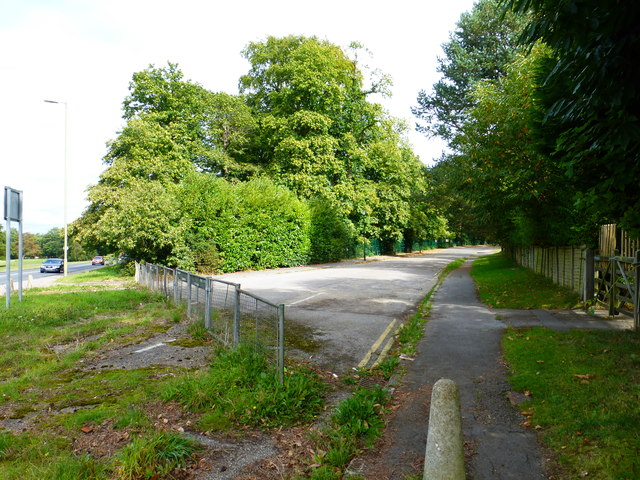 The junction of Farnborough and Knollys Roads