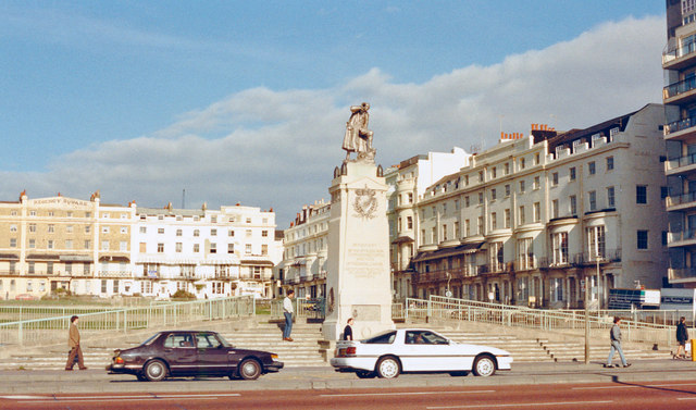 Brighton: Regency Square, with Royal Sussex Memorial, 1988